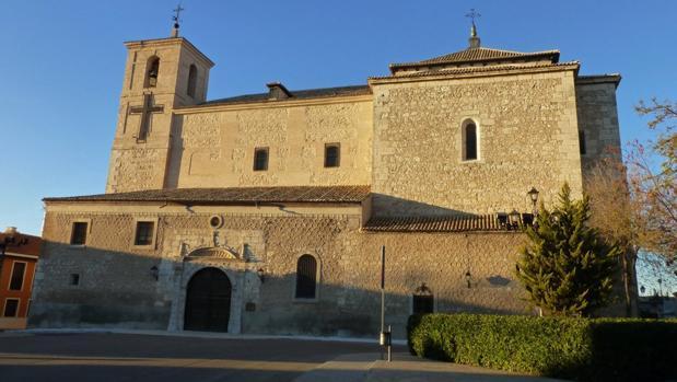 Iglesia matriz ocañense, destaca en su fachada su torre de dos cuerpos de diferentes estilos