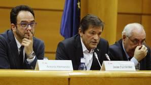 Javier Fernández defiende ante los diputados del PSOE la abstención como «mal menor»