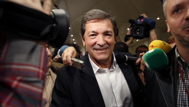 El presidente de la gestora del PSOE, Javier Fernández