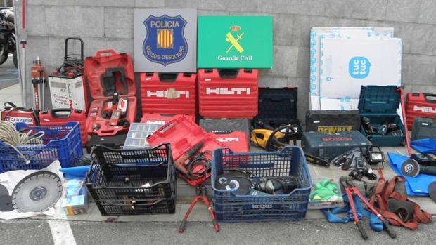 Material intervenido por la Guardia Civil a esta banda, utilizado para cometer sus asaltos