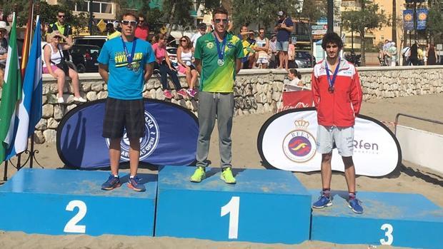 Jaime Marqués, a la izquierda, en el podio tras la prueba en Fuengirola