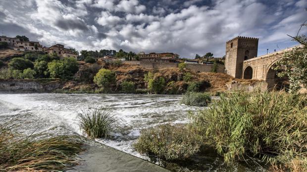 Espuma en el Tajo a su paso por Toledo