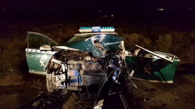 Vehículo de la Guardia Civil tras el accidente