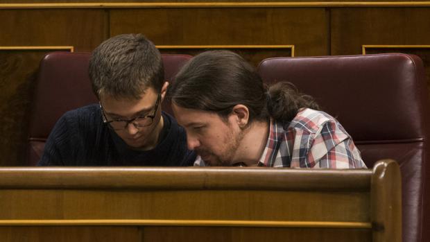 Íñigo Errejón y Pablo Iglesias, en el Congreso de los Diputados