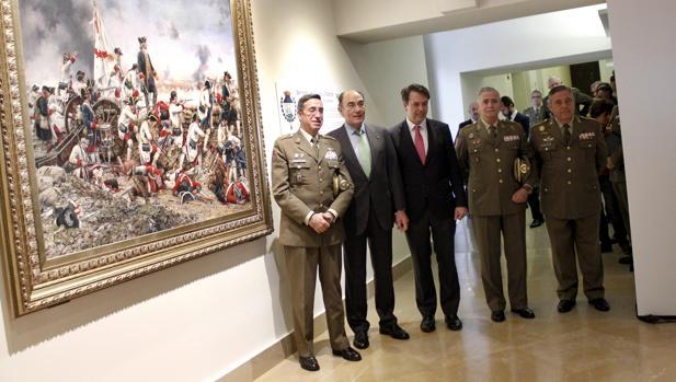 Un momento de la entrega del cuadro de Augusto Ferrer-Dalmau al Museo del Ejército