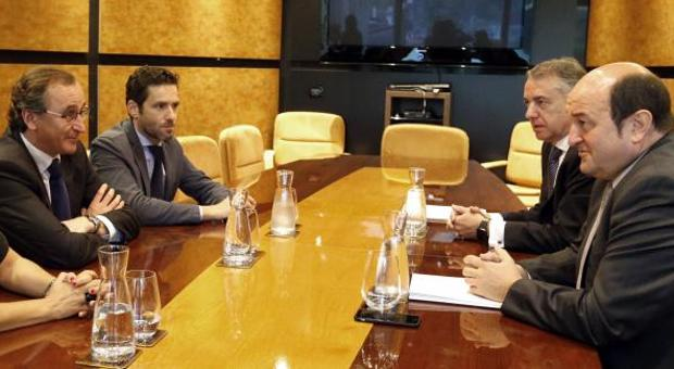Reunión entre el PP y el PNV en Sabin Etxea tras las elecciones vascas