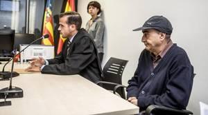 Vicent Belenguer niega en el juzgado ser el autor del mensaje que celebraba la muerte de Víctor Barrio