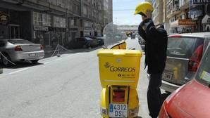 Correos readmitirá y pagará 11.000 euros a un cartero represaliado por hacer huelga