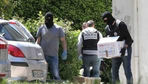 ETA admite que se vio obligada a abandonar su arsenal de armas por la presión de la Policía