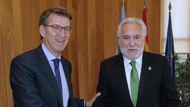 Alberto Núñez Feijóo durante su encuentro con Miguel Santalices