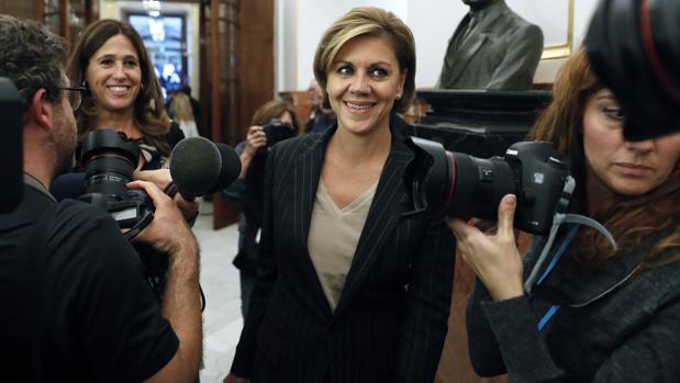 María Dolores de Cospedal, en el Congreso para asistir el 26 de octubre al debate de investidura