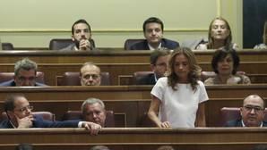 El PSOE se desgarra en la votación con 15 «no» a Rajoy
