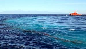 Rescatados 57 inmigrantes en una patera rumbo a Canarias