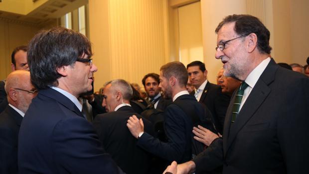 El último encuentro de Pugidemont y Rajoy fue en una inauguración en septiembre en Oporto