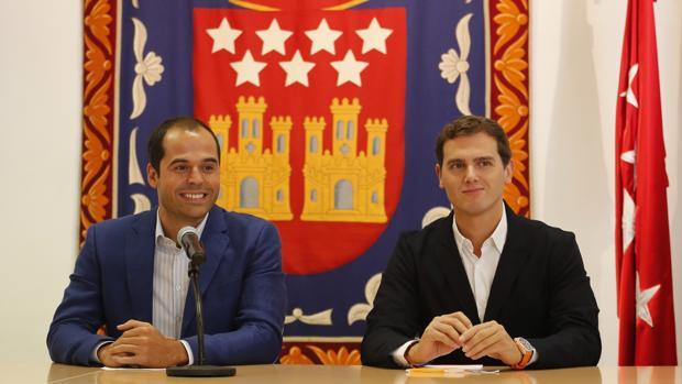 Ignacio Aguado junto a Albert Rivera