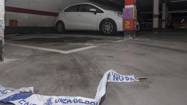 Un hombre de 62 años ha sido detenido esta pasada media noche en Burgos como supuesto autor de la muerte de su expareja, una mujer de 50 años. El asesinato se ha producido en un garaje comunitario de un bloque de viviendas ubicado en el parque Europa de Burgos donde el exmarido, según varios testigos, apuñaló varias veces a la mujer con un arma blanca