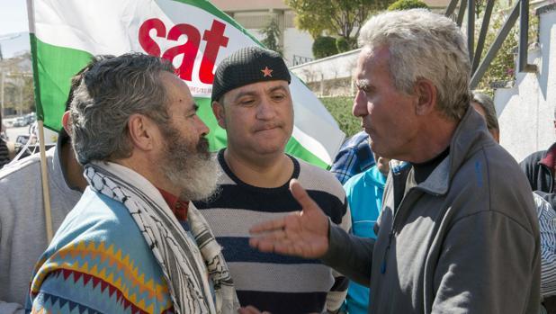 Andrés Bódalo (centro) junto a Juan Manuel Sánchez Gordillo (izquierda) y Diego Cañamero (derecha)