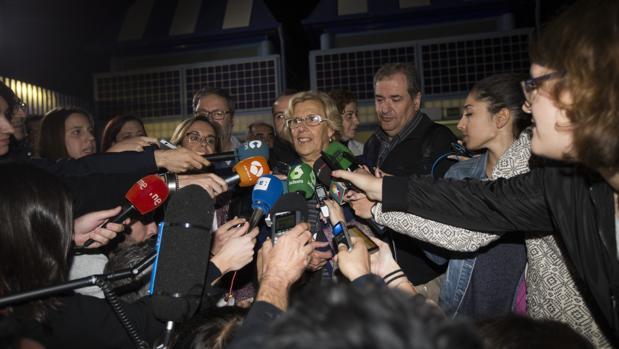 La alcaldesa Manuela Carmena, a la salida del CIE de Aluche, ofreció unas declaraciones a los medios