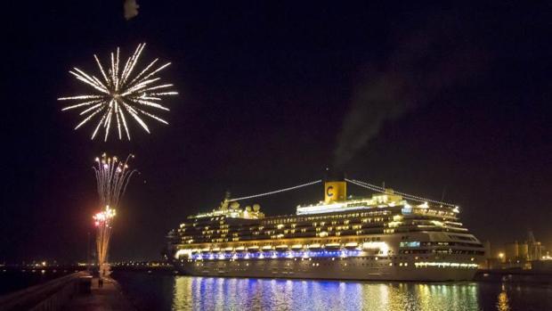 El barco «Costa Mágica» en el último desembarque de esta campaña de Pullmantur en Alicante