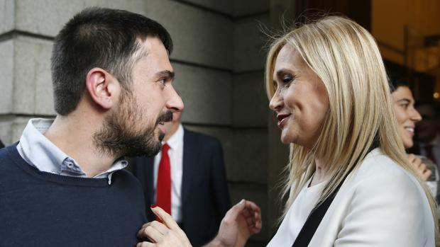 Ramón Espinar, junto a Cristina Cifuentes