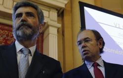 Carlos Lesmes (izq.), presidente del Tribunal Supremo, y el presidente de la Cámara Alta, Pío García Escudero, en la apertura del VI Congreso del Observatorio contra la Violencia de Género