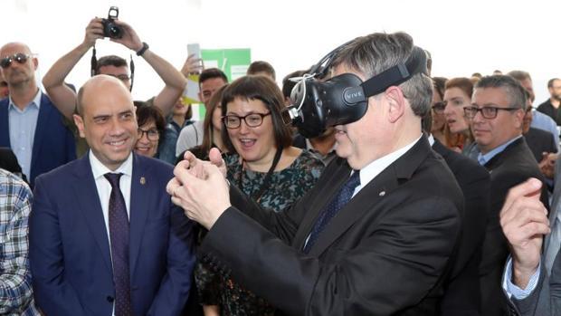 Puig, con unas gafas de realidad virtual en el foro Focus Pyme y Emprendimiento de Alicante