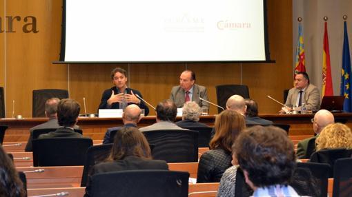 Colomer, durante la reunión en la Cámara de Comercio de Valencia