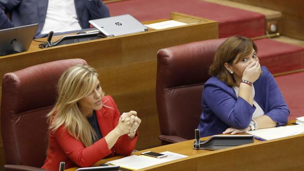 Imagen de Isabel Bonig y Eva Ortiz tomada en las Cortes Valencianas