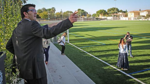 Imagen del presidente de la Diputación en una de las instalaciones deportivas