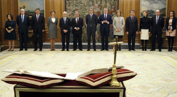 Imagen de la Biblia y la Constitución en el acto de toma de posesión de los ministros
