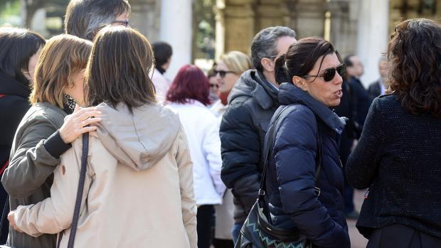 Periodistas y vecinos de Burgos se concentran en repulsa del crimen
