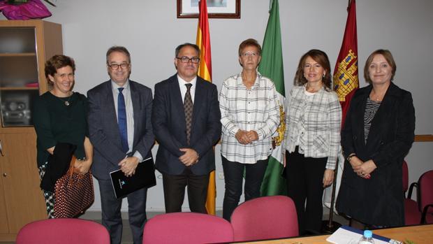 Aurelia Sánchez, en la presentación, junto a responsables de la Caixa