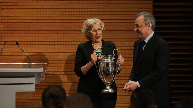 Manuela Carmena junto a Florentino Pérez, en una imagen de archivo