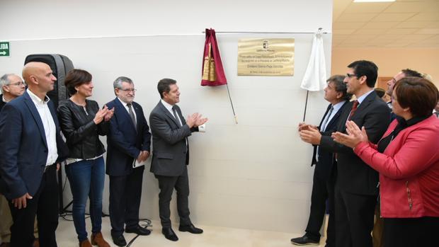 El presidente de Castilla-La Mancha durante la inauguración del nuevo colegio