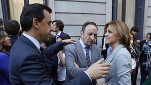 Cospedal simultaneará Defensa y Génova a la espera de la renovación interna