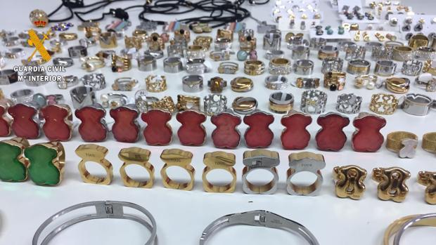 Algunos de los productos falsificados que ha intervenido la Guardia Civil