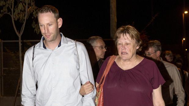 La madre y el hermano de la jugadora holandesa de voleibol Ingrid Visser asesinada junto a su pareja