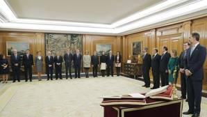 Rajoy pide a sus ministros «hablar mucho, pactar mucho, consensuar mucho»