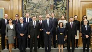 De los trece ministros de Rajoy, solo Santamaría y Cospedal prometieron sus cargos ante el Rey