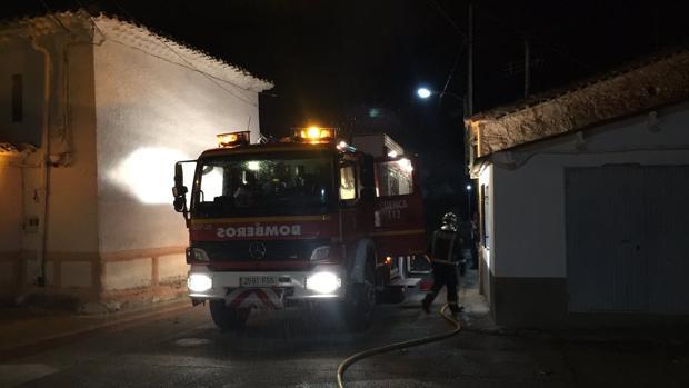 Intervención de los bomberos para intentar apagar el fuego