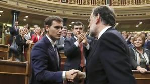 Rivera y Rajoy acuerdan empezar a negociar los Presupuestos en los próximos días