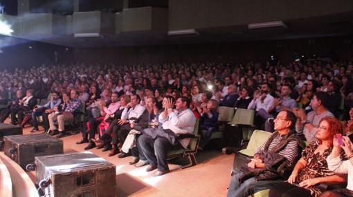 Numeroso público en el auditorio de la Caja Rural