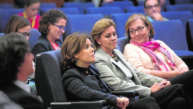 Soraya Sáenz de Santamaría y María Dolores de Cospedal, la pasada semana en una rueda de prensa