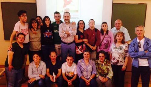 Lallana, en el centro, con diez alumnos procedentes de CECAP en el campus de Toledo