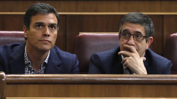Pedro Sánchez junto a Patxi López en el Congreso de los Diputados