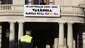 El Ayuntamiento de Valencia exhibe los colores de la bandera republicana