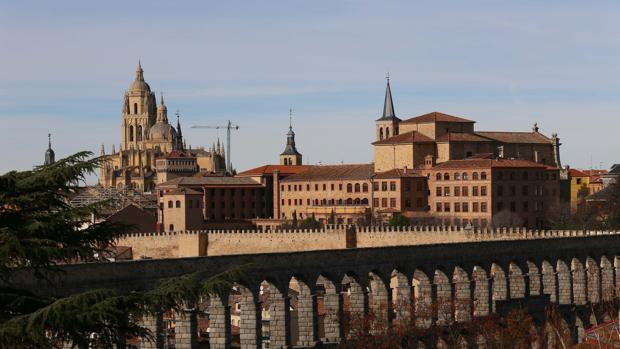 Acueducto de Segovia, con la Catedral al fondo