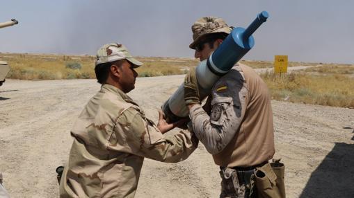 Un militar español y otro iraquí