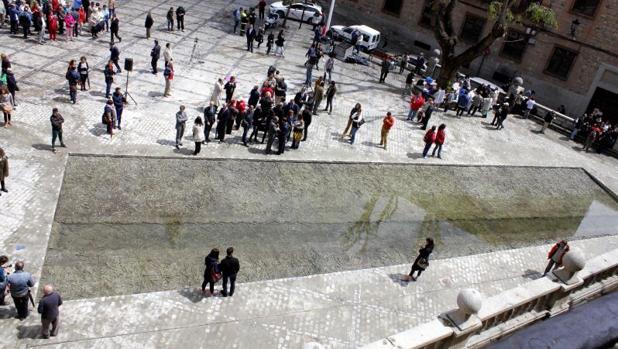La fuente de Cristina Iglesias en la plaza del Ayuntamiento