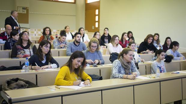 Opositores en un aula, en Salamanca